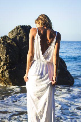 spate gol - sexy - sfatulparintilor.ro - pixabay-com girl-2793938_1920