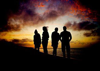 talent - prieteni - sfatulparintilor.ro - pixabay_com - sunset-865310_1920