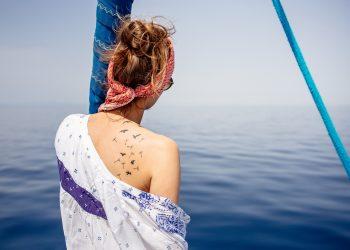 Tatuajele sunt parte din societatea si din spiritul uman de mii de ani. Ele au fost chiar de pe atunci un simbol vizibil pe piele al personalitatii purtatorului si prin ele acesta exterioriza cine este, ce crede despre lume si cum se adapteaza ei.
