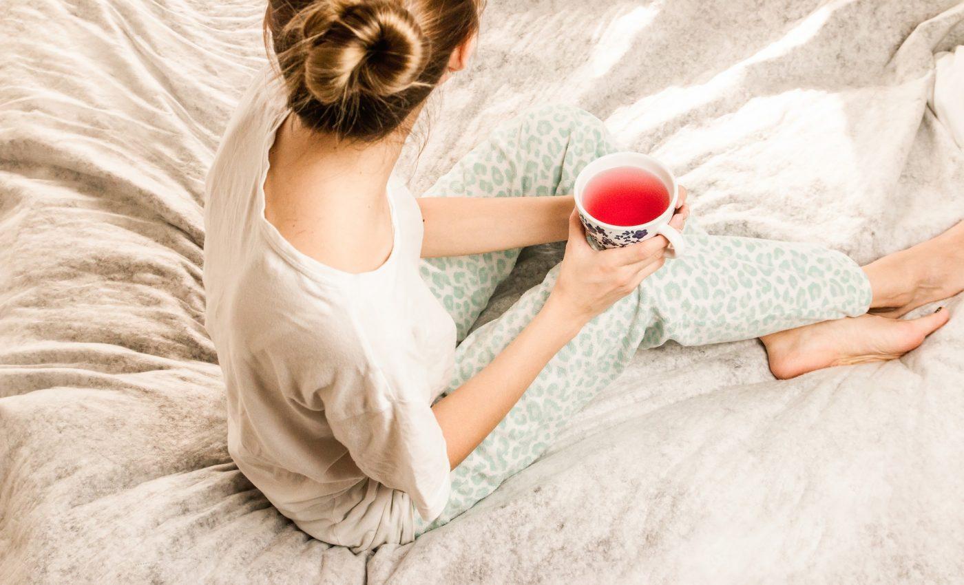 Prima ora - sfatulparintilor.ro - pixabay_com - morning-girl-2715280_1920
