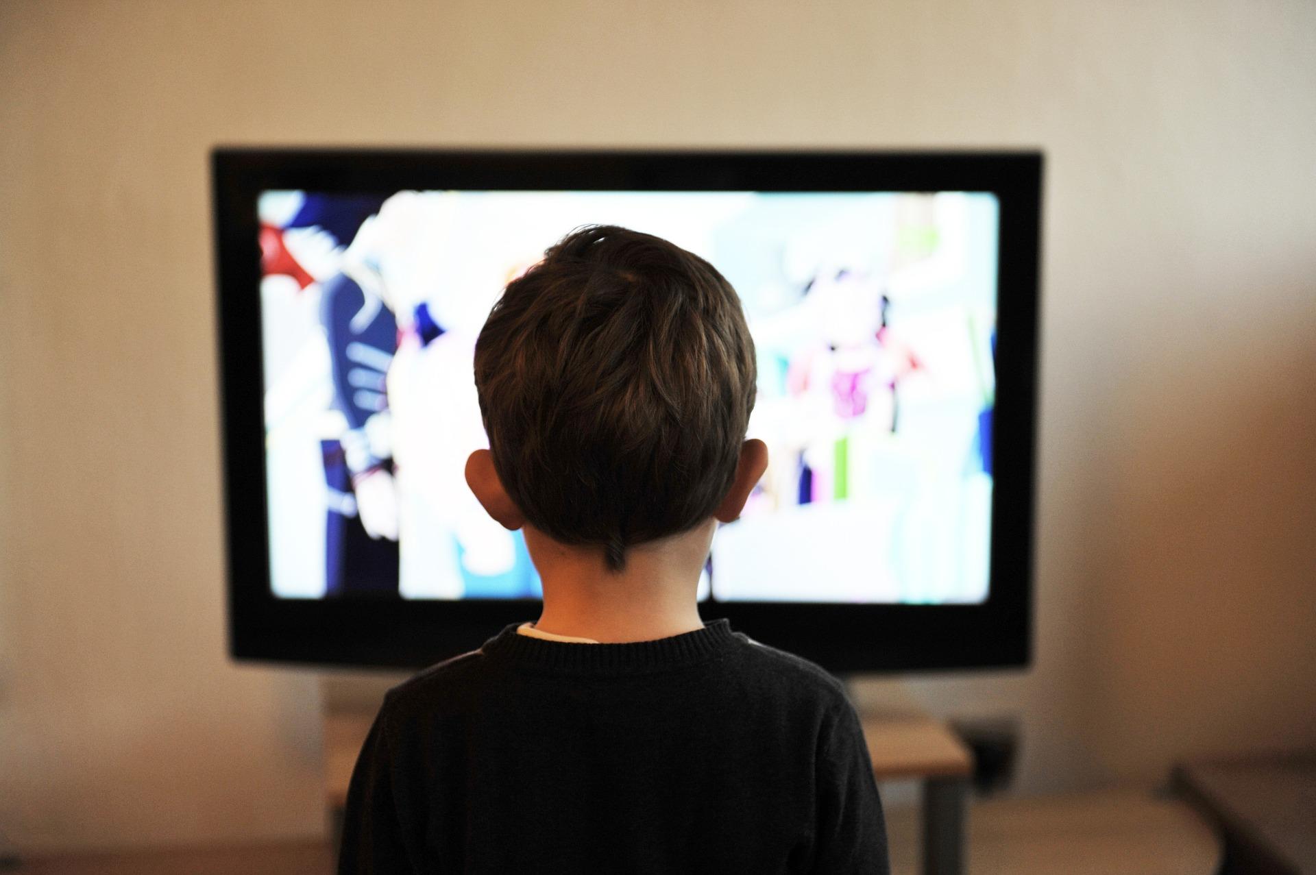 copii televizor - sfatulparintilor.ro - pixabay_com - children-403582_1920