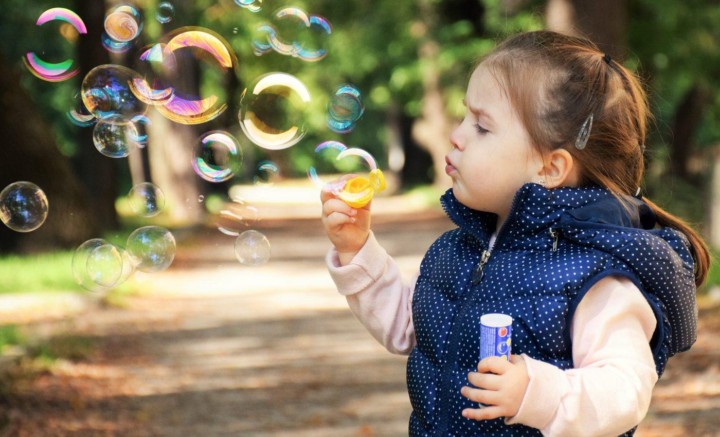 mai fericit decat crezi - sfatulparintilor.ro - pixabay_com - kid-1241817_1920
