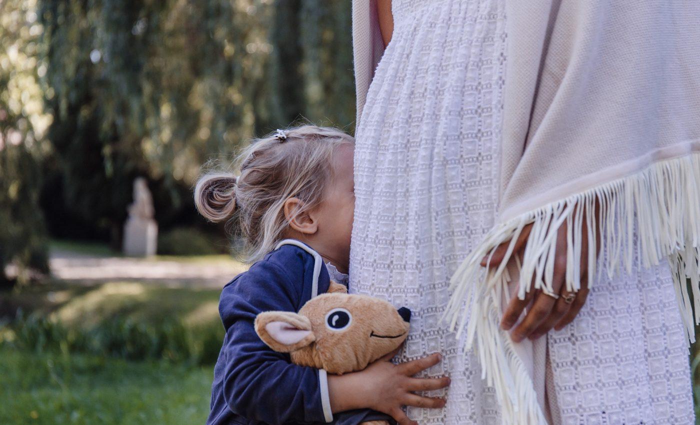 mama fiica - sfatulparintilor.ro - pixabay_com - people-2942907_1920