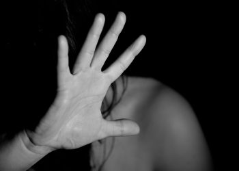 violenta copii - sfatulparintilor.ro - pixabay_com - hand-1832921_1920