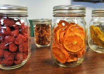 cum sa pastrezi alimentele - sfatulparintilor.ro - pixabay_com - mason-jars-2742757_1920