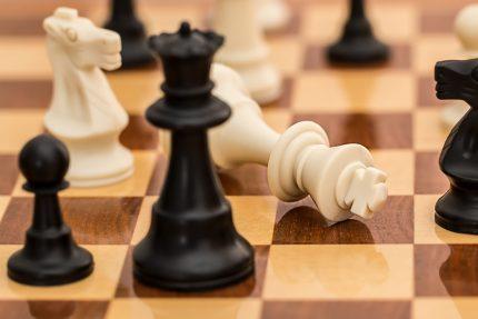 sah - sfatulparintilor.ro - pixabay_com - checkmate-1511866_1920