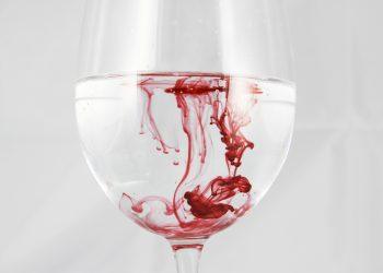Ce inseamna cand visezi sange - sfatulparintilor.ro - pixabay_com - a-glass-of-210631