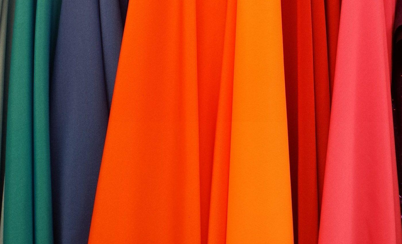 Ce spune culoarea hainelor - sfatulparinitlor.ro - pixabay-com - colorful-620520_1920