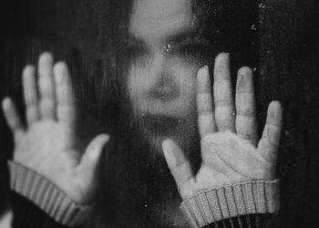 Simptome anxietate - sfatulparintilor.ro - pixabay_com - suicide-5127103_1920