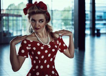 greseli vestimentare - sfatulparintilor.ro - pixabay_com - lady-1598264_1920