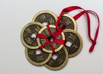 horoscop chinezesc 2018 - amulete feng shui - sfatulparintilor.ro - pixabay_com - chinese-coins-167824_1920