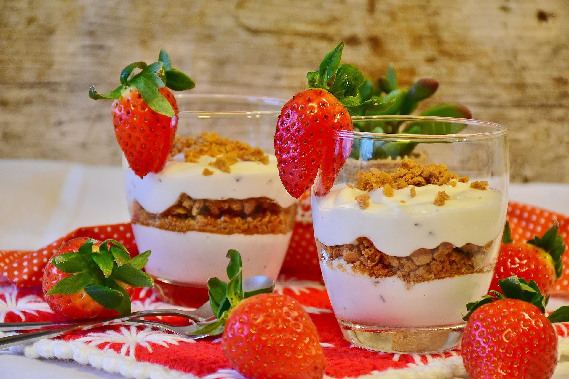 micul dejun - sfatulparintilor.ro - pixabay_com - strawberry-dessert-2076155_1920