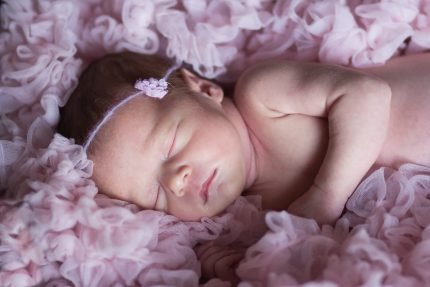 nume de fete - sfatulparintilor.ro - pixabay_com -photographing-children-735225_1920