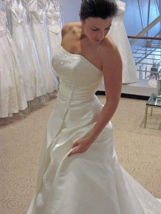 rochie de mireasa rectangulara - sfatulparintilor.ro - pixabay_com - bride-163831