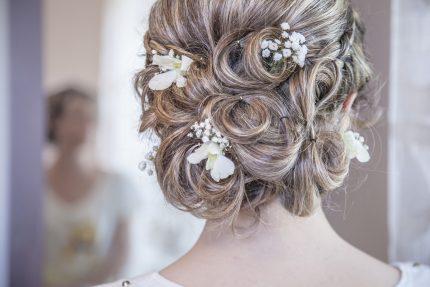 rochii de mireasa - aranjata - sfatulparintilor.ro - pixabay_com - hair-2089548_1920