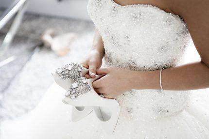rochii de mireasa - ia pantofii - sfatulparinitlor.ro - pixabay_com - wedding-2589802_1920