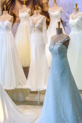 rochii de mireasa imperial - sfatulparintilor.ro - pixabay_com - salon-of-wedding-dresses-1967291_1920