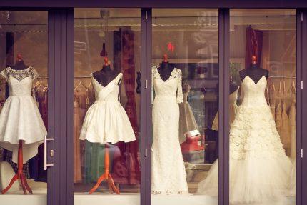 rochii de mireasa magazin - sfatulparintilor.ro - pixabay_com - business-1817472