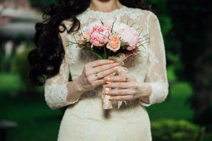 rochii de mireasa - maneci lungi - sfatulparintilor.ro - pixabay_com - wedding-2595185_1920