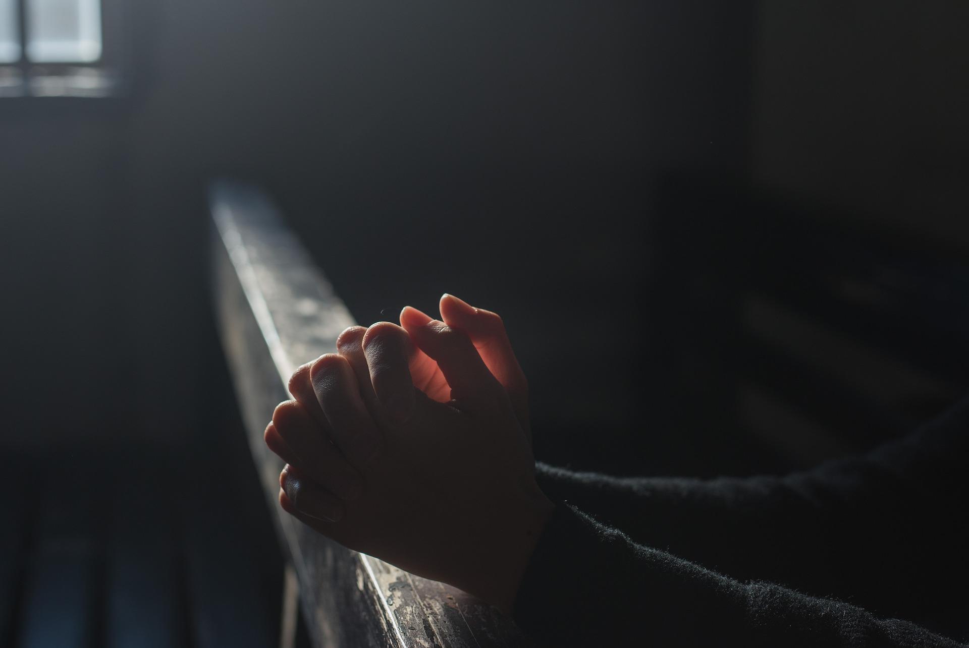 rugaciune pentru sot - sfatulparintilor.ro - pixabay_com - prayer-2544994_1920