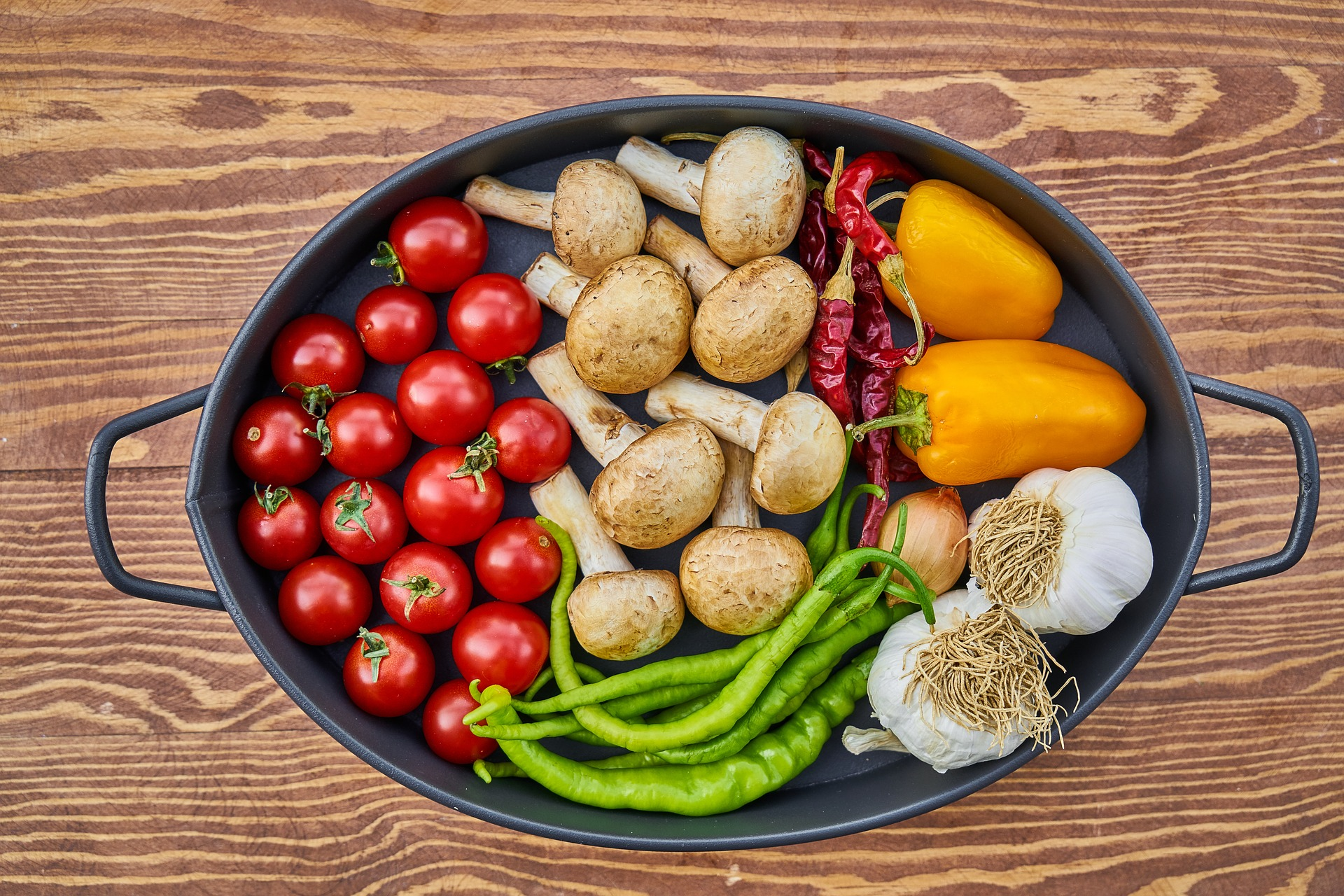 utilizare resturi - sfatulparintilor.ro - pixabay_com - tomato-2776735_1920