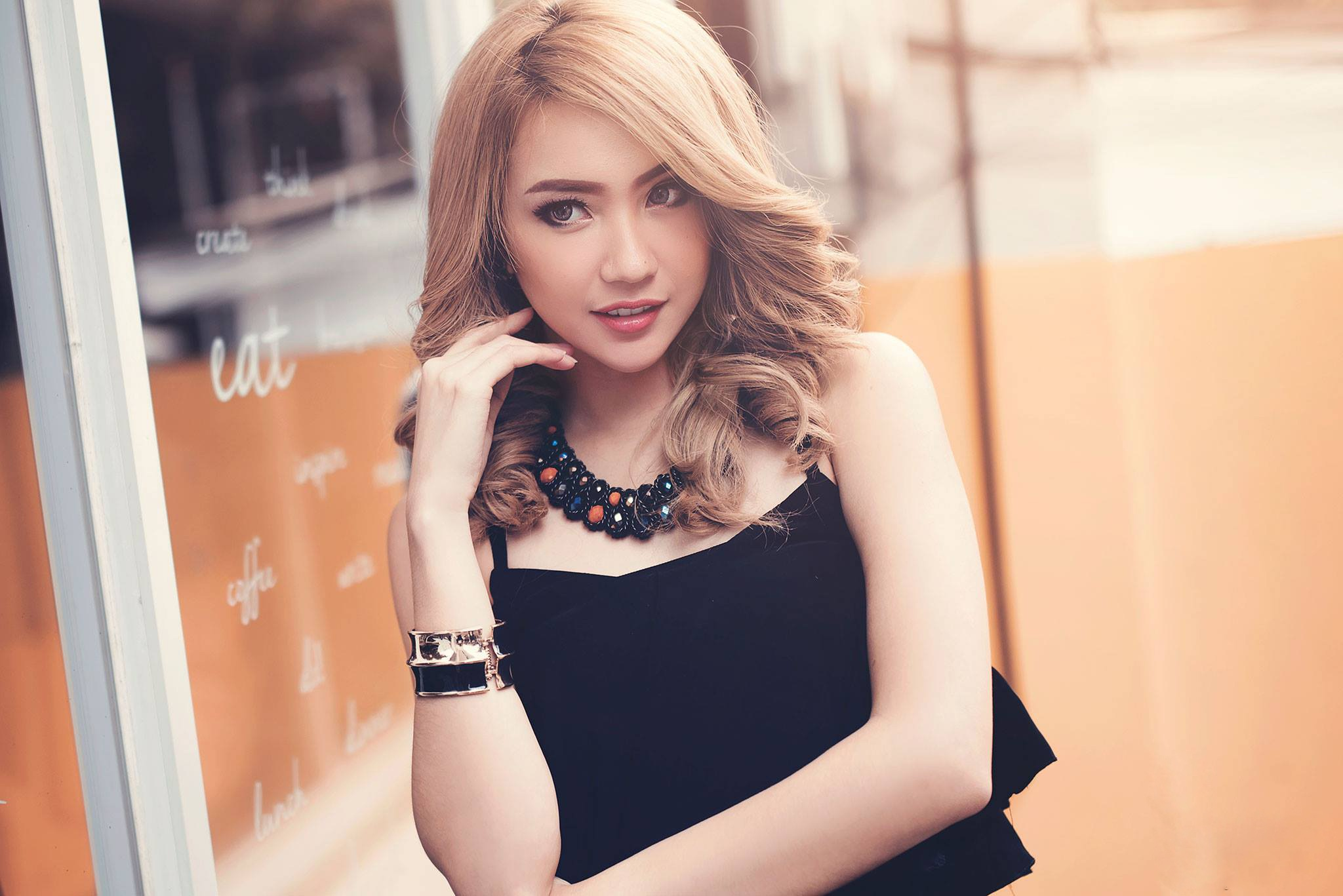 Coafuri par mediu - sfatulparintilor.ro - pixabay_com - woman-1477091