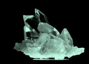 Puterea cristalelor - sfatulparintilor.ro - pixabay_com - rock-crystal-3128821