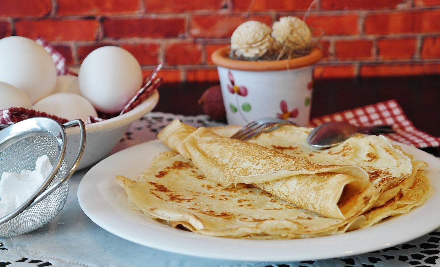 aluat clatite - sfatulparintilor.ro - pixabay_com - pancakes-2020863_1920