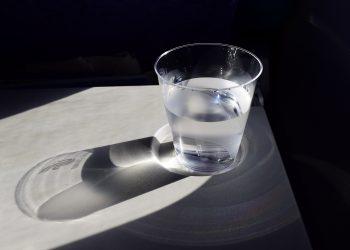 apa calda dimineata - sfatulparintilor.ro - pixabay_com - a-cup-of-water-904698