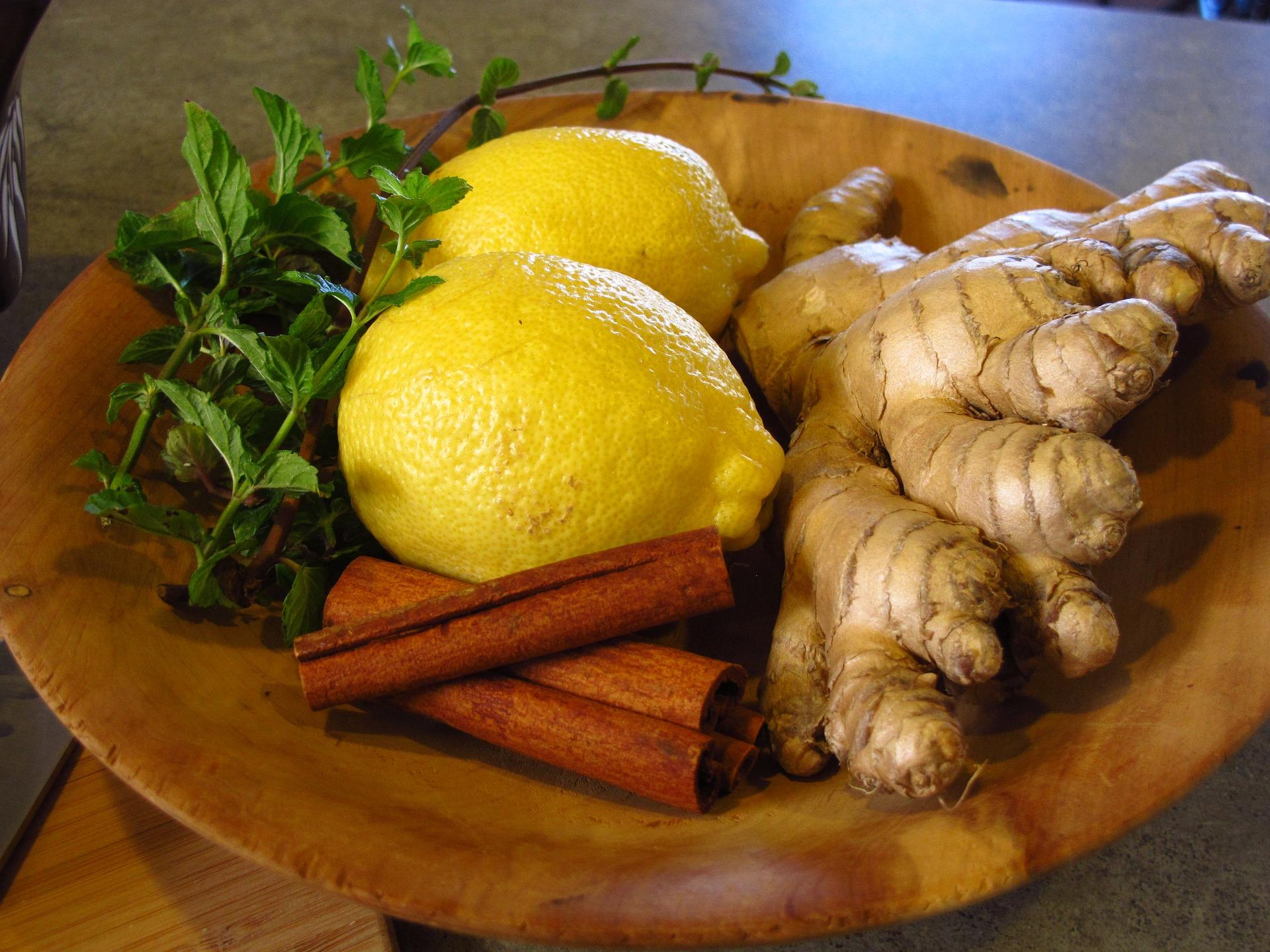 ceai de ghimbir - sfatulparintilor.ro - pixabay_com - lemon-1617434_1920
