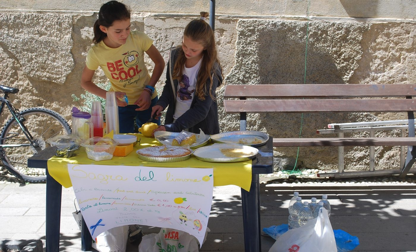 educatie financiara pentru copii- sfatulparintilor.ro - pixabay_com- lemonade-stand-656401_1920