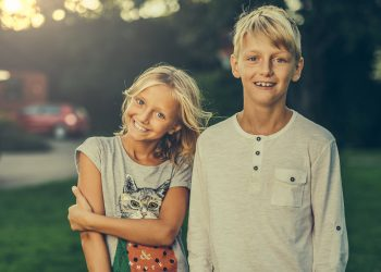 sfaturi pentru părinţi de la copiii lor - sfatulparintilor.ro - pixabay_com - siblings-3315770_1920
