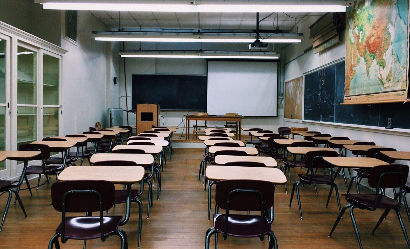 Subiecte simulare Evaluare nationala 2018 Limba romana- sfatulparintilor.ro - pixabay_com- classroom-2093743_1920
