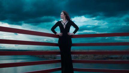rochii elegante - sfatulparintilor.ro - pixabay_com - black-dress-1444415_1920