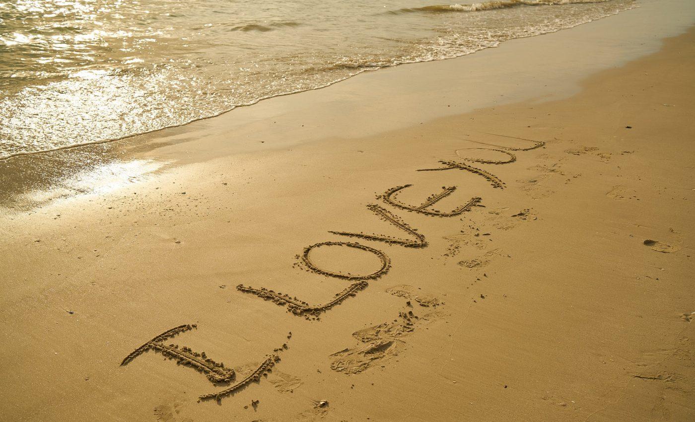 te iubeste in functie de zodie - sfatulparintilor.ro - pixabay_com - beach-2946142_1920