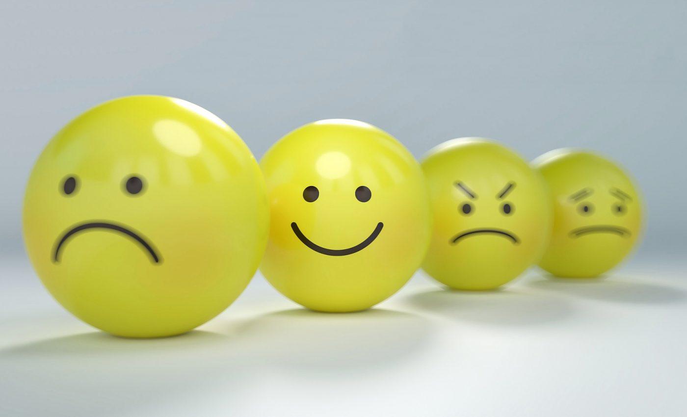 fapte bune - sfatulparintilor.ro - pixabay_com- smiley-2979107_1920