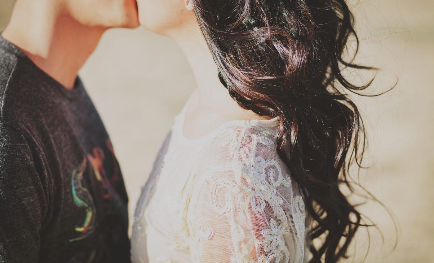 povesti de dragoste - sfatulparintilor.ro - pixabay_com - young-couple-1031642_1920