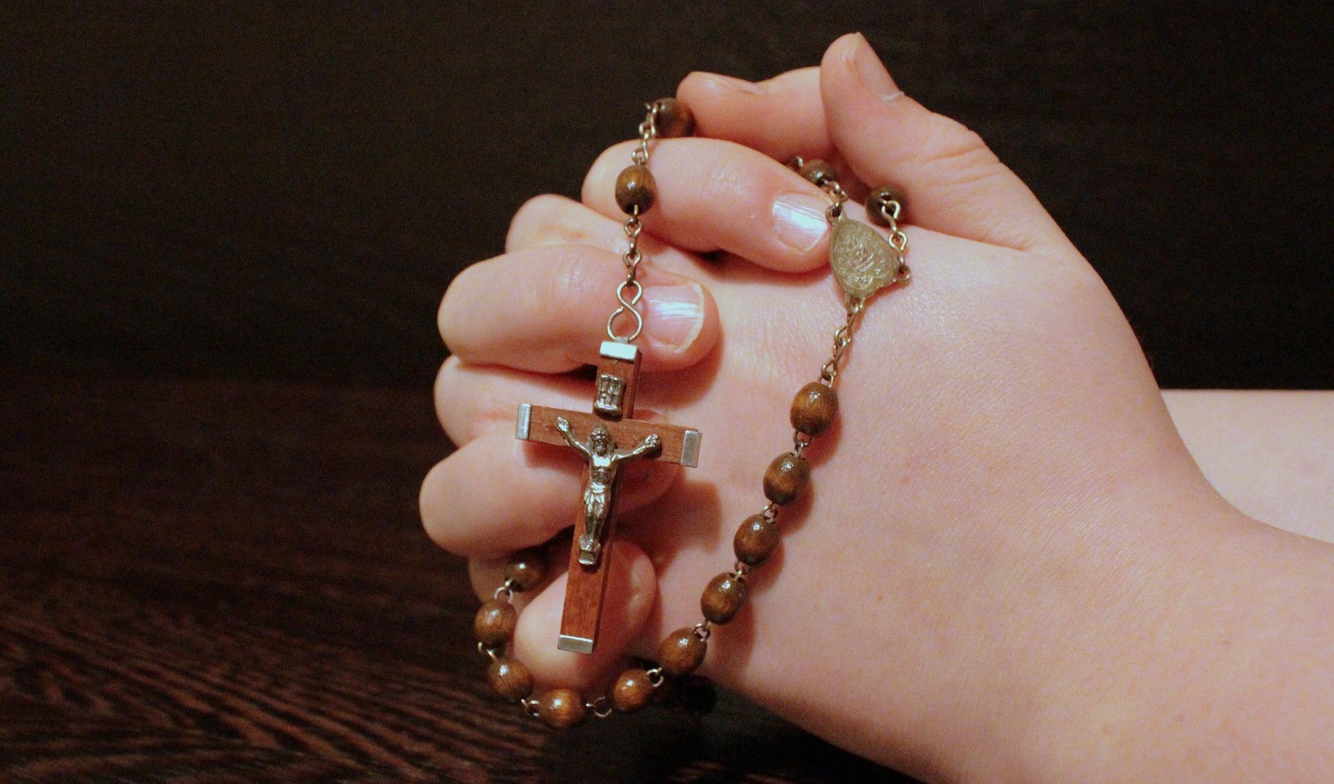 rugaciuni puternice - sfatulparintilor.ro - pixabay_com - rosary-1211064_1920