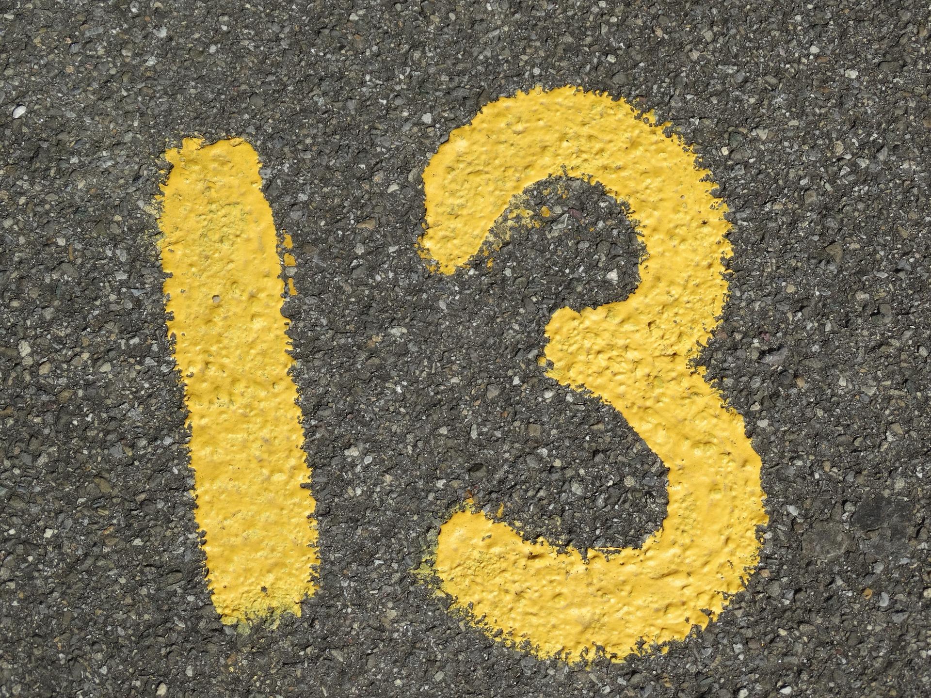 vineri 13 - sfatulparintilor.ro - pixabay_com - number-437931_1920
