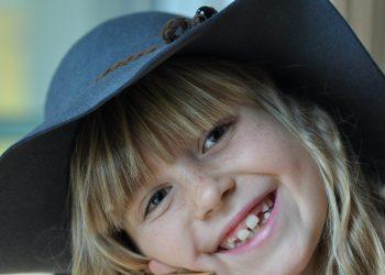 De ce cresc stramb dintii - sfatulparintilor.ro - pixabay_com - laugh-536287_1920