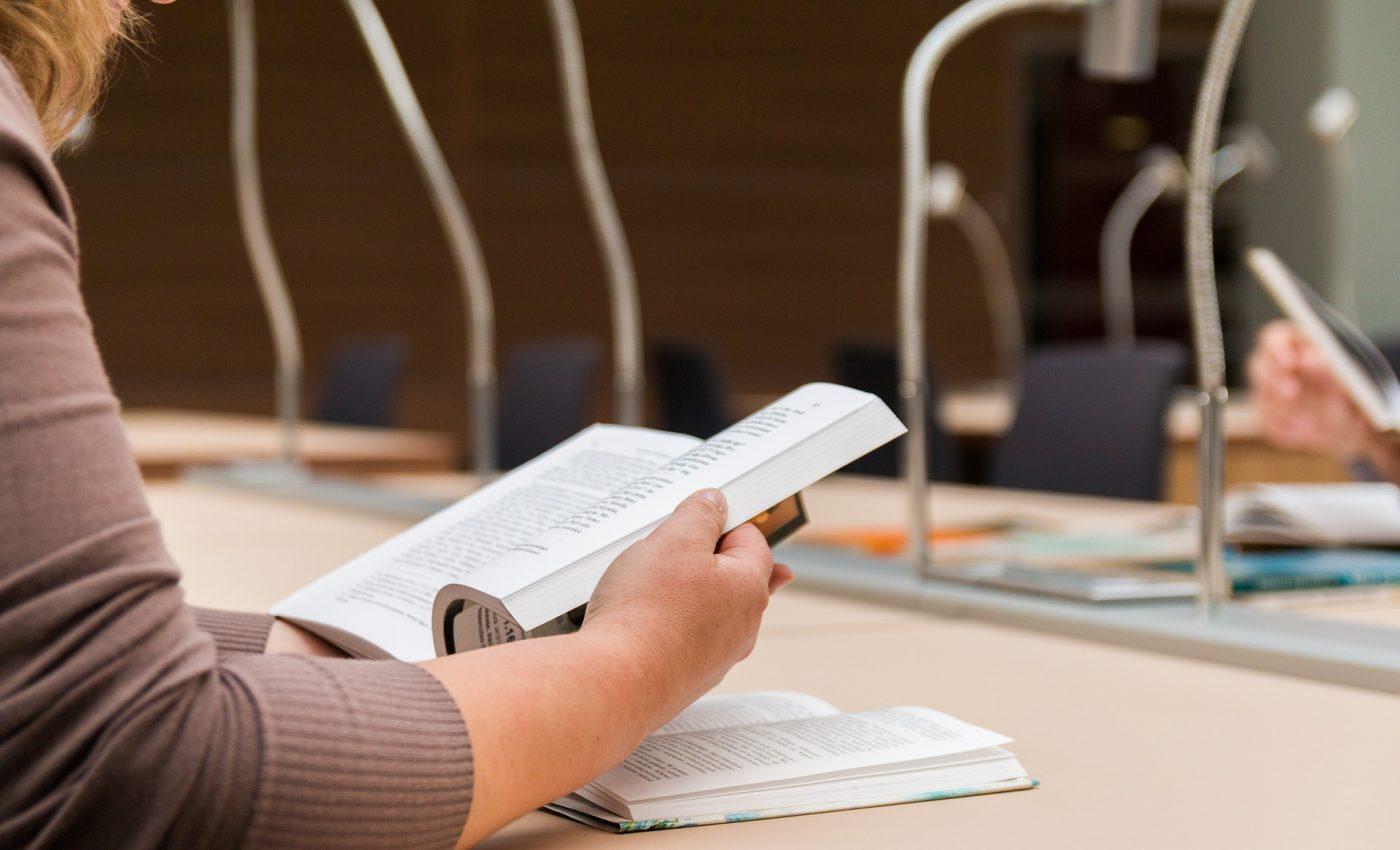 admitere la liceu 2018 - sfatulparintilor.ro - pixabay_com - to-read-the-book-2784895_1920