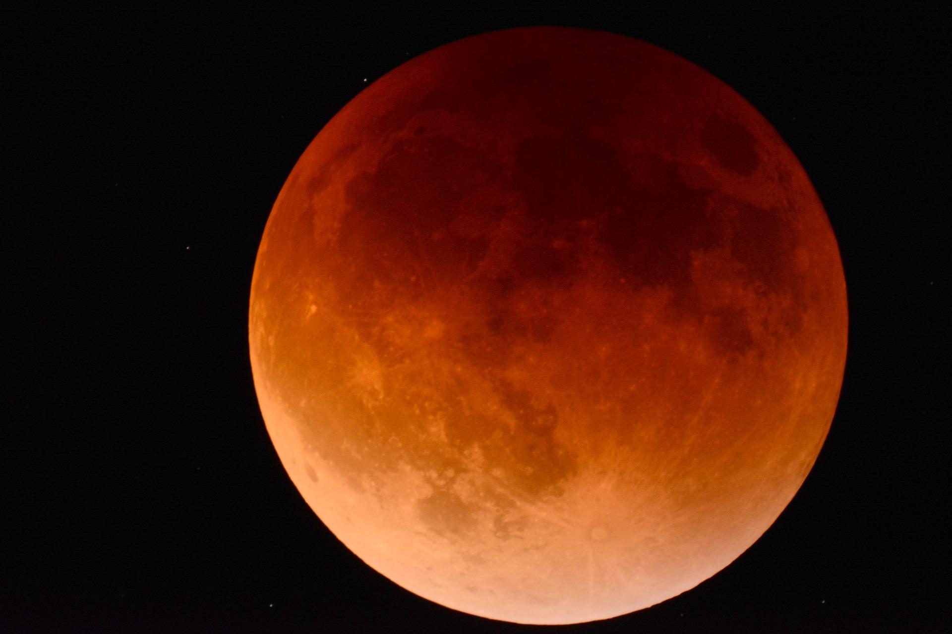 cea mai lunga eclipsa de luna - sfatulparintilor.ro - pixabay_com - moon-2146596_1920