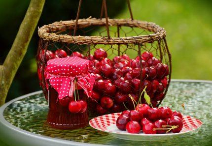 horoscop lunar iunie 2018 - sfatulparintilor.ro - pixabay_com - cherries-1503988_1920