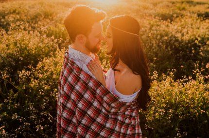 imbratisare ochi in ochi - sfatulparintilor.ro - pixabay_com - affection-1867098_1280