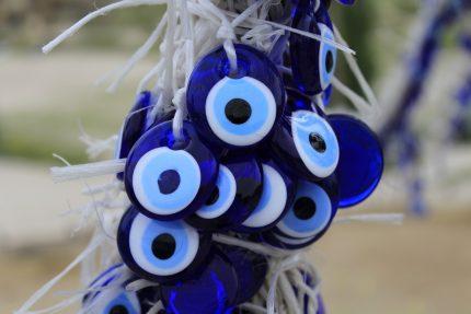obiecte norocoase - sfatulparintilor.ro - pixabay_com - evil-eye-1416867_1920