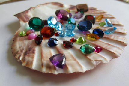 obiecte norocoase - sfatulparintilor.ro - pixabay_com - gemstones-1490209_1920