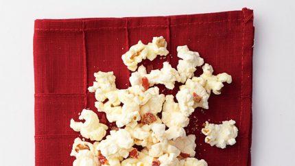 Retete rapide 2 Popcorn cu pizza - 201109-omag-cora-popcorn-pizza-949x534