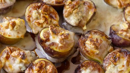 Retete rapide #3. Smochine umplute cu gorgonzola si nuci - 201111-orig-appetizers-figs-stuffed-with-gorgonzola-949x534