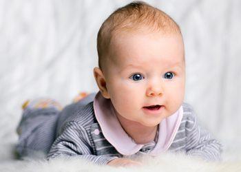 Dezvoltarea bebelușului în primele 3 luni de viață