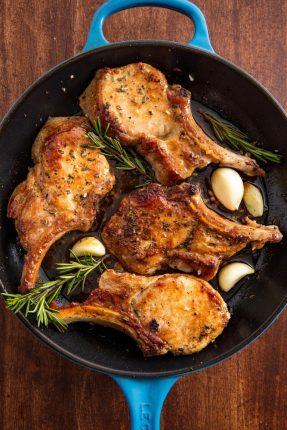 Mancare rapida - Cotlete de porc cu usturoi si rozmarin - 1520972863-pork-chop-vertical
